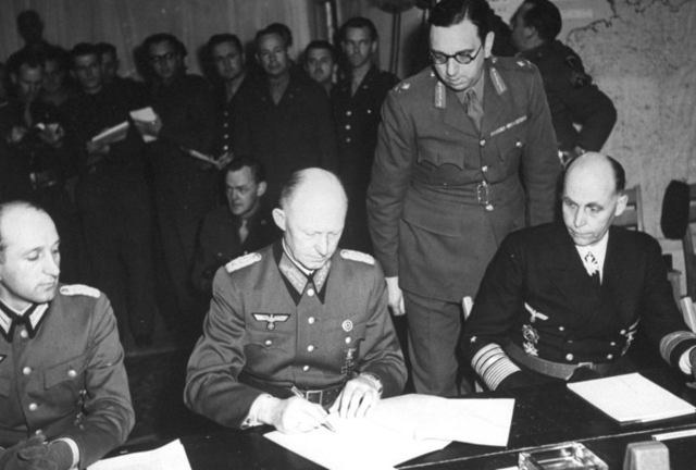 """""""Alemania se rinde frente a los Aliados"""""""