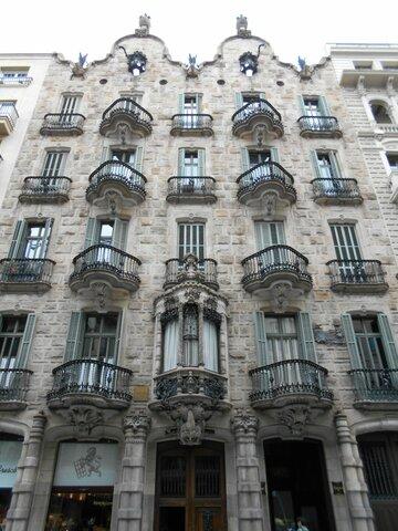 Antoni Gaudi (1852 - 1926)