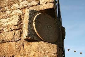 Reloj solar de horas temporarias que poseía un ortostilo en su centro