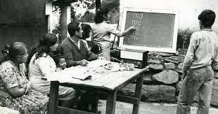 """2ª Generación: el enfoque """"desarrollista"""" y la aparición de la educación  para el Desarrollo   década de los años 60"""