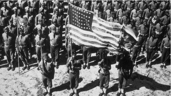 Las tropas británicas y estadounidenses desembarcan en Normandía.