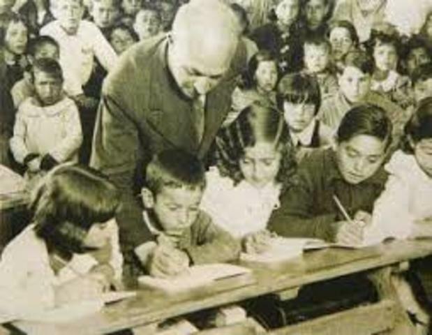 Hechos educativos en Colombia durante la Tercera   Generación