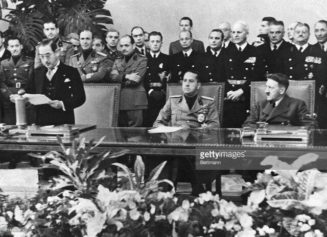 Alemania, Italia y Japón firman el Pacto Tripartito.