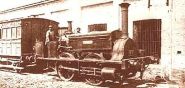 La locomotora La Porteña atraviesa la zona de Caballito