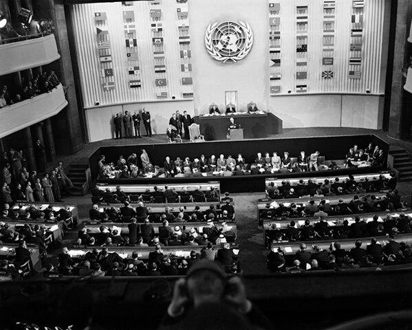 Se firma la declaración Universal de los Derechos Humanos