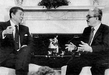 George W. Bush y el Ministro de Relaciones Exteriores Iraquí
