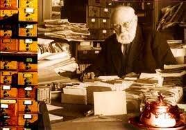 Paul Otlet , es considerado el fundador de la ciencia de la bibliografía