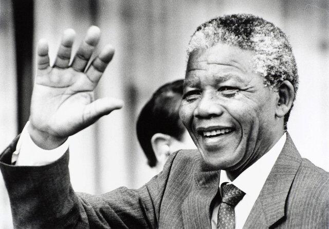 Nelson Mandela (nac 1918 / fall 2013)