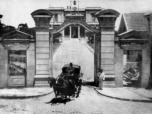1885: DICIEMBRE 18