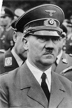 Weimarrepubliken upplöses