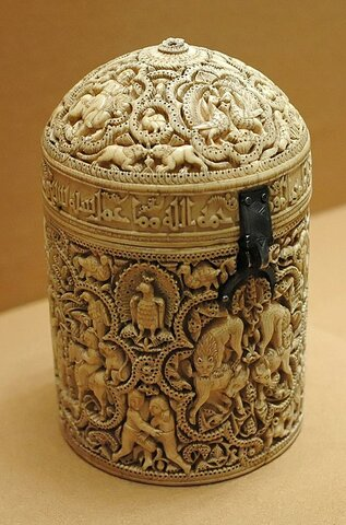Píxide de Al-Mughira de Madínat al-Zahra. (Museo del Louvre).