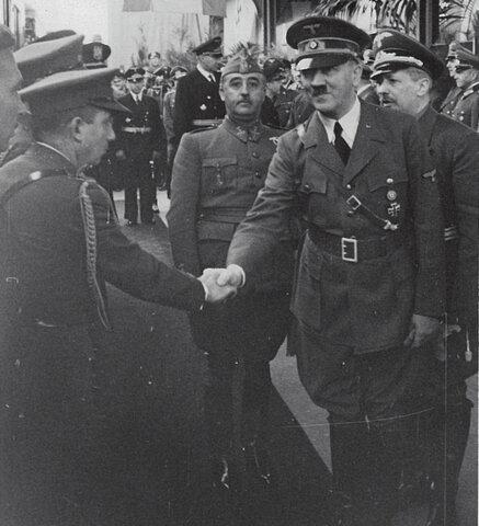 ENTREVISTA DE HENDAYA: El acercamiento  a  Alemania culmina con  la  entrevista de  Hendaya en  la  que Franco  y  Hitler  firman  un  protocolo  secreto por  el  que  las  potencias  del  Eje  manifiestan  su disponibilidad