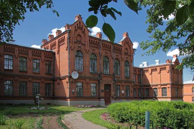 Заболоцкий поступает в реальное училище в Уржуме. Увлекается химией, историей, рисованием, открывает для себя творчество Блока