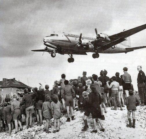 Bloqueig soviètic de Berlín i  inici de la Guerra Freda