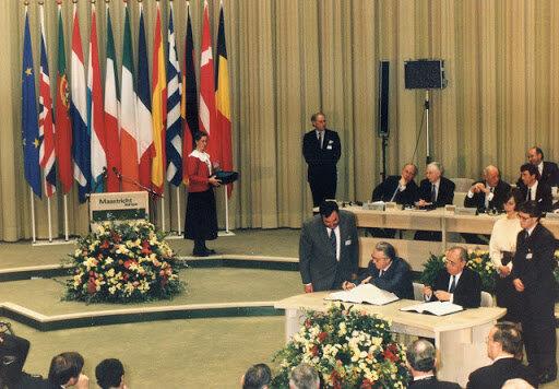 Els membres de la UE signen el Tractat de Maastricht