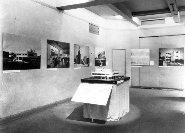 Modern Architecture: International Exhibition. (MoMA, New York).
