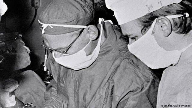 C. Barnard efectúa el primer trasplante de corazón