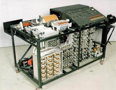 Primer ordenador digital electrónico patentado.