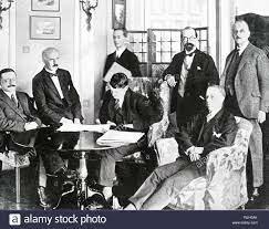 Se firma el Tratado Angloirlandés.