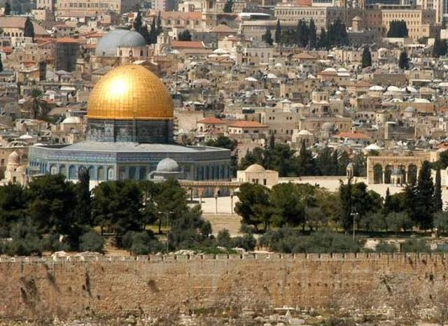 Ignatius travels to the Holy Land