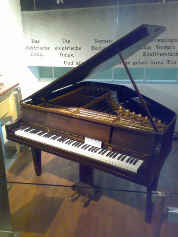 Neo-Bechstein (first electric-acoustic piano) is invented