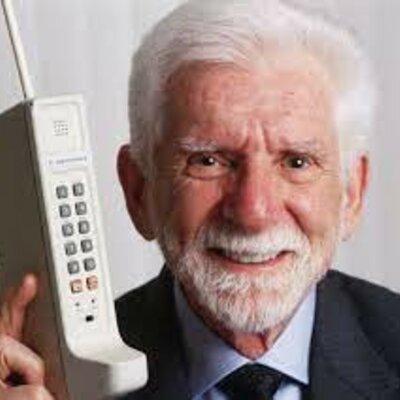 cuando crearon el primer telefono timeline