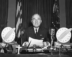 1947 anuncio de la doctrina Truman ,Estados Unidos presenta el Plan Marshall para ayudar a la reconstrucción de Europa