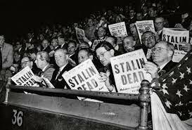 1953  tras la muerte de Stalin se genera una crisis interna para la sucesión del alto mando soviético