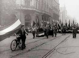 1956 Los soviéticos invaden Hungría ,el presidente egipcio Nasser nacionaliza el canal de Suez, ocasionando una confrontación directa con Francia ,Gran Bretaña e Israel