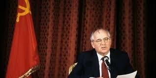 1985 Michael Gorbachov emprende reformas políticas y económicas en la URSS