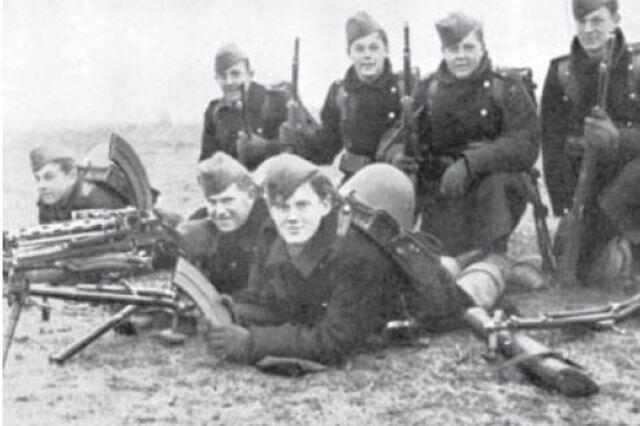 Operación Weserübung ( Alemanya ocupa Dinamarca i Noruega )