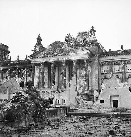 Les tropes alemanyes es rendiran a Berlín
