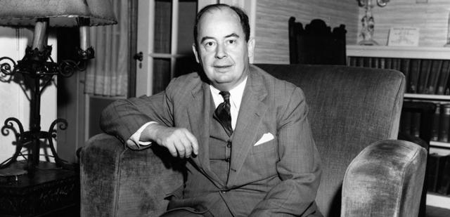 Johannes Von Neumann propuso que los programas se almacenasen en la memoria como si fuesen datos,