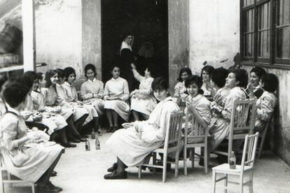 Creación de las escuelas normales femeninas para la formación de maestras