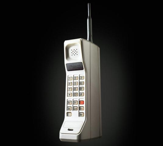 Primer telefono movil DynaTAC 8000X.