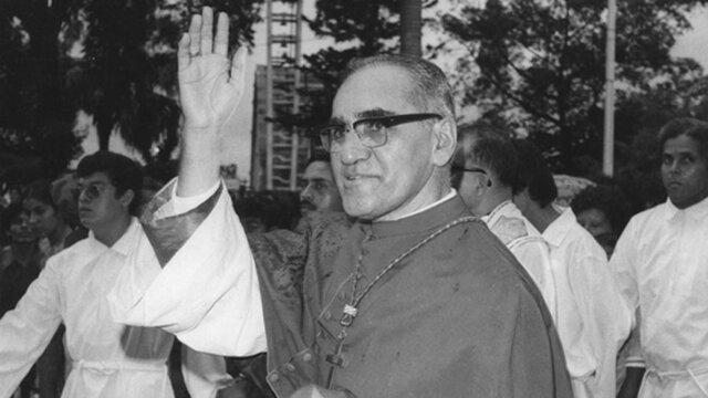 Monseñor recibe el cargo de Arzobispo de San Salvador