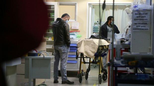 Equipo periodístico de TVN que realizaba un reportaje en un lugar emplazado entre Cañete y Tirúa, fue atacado con armas de fuego resultando dos periodistas con heridas de distinta consideración