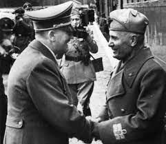 El rey de Italia destituye a Mussolini