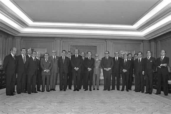 Gobierno presidido por Suárez.