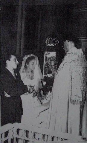 Contrajo matrimonio con Mercedes Barcha,