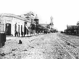 "La calle ""otrora camino real"" pasa a llamarse avenida Rivadavia"
