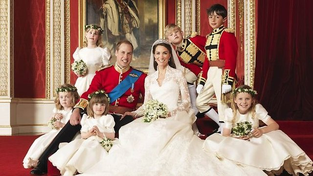 William (2nd in line to throne) marries Catherine Middleton