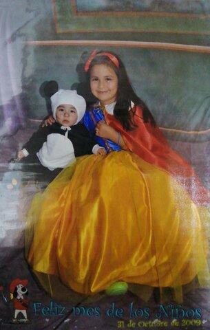 Celebrando Halloween con mi hermanito