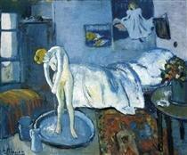 A blue room (a tub)
