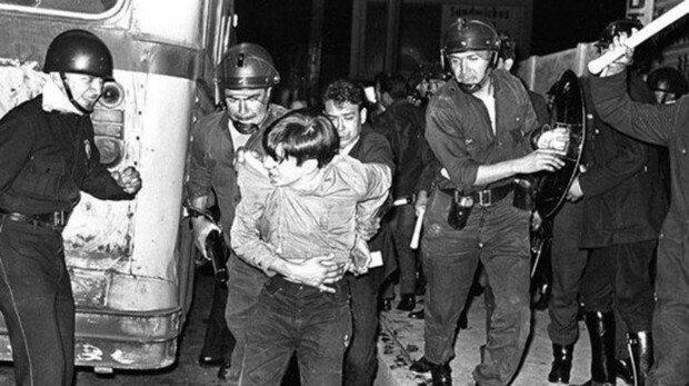 fuerzas del ejército y la policía desalojaron a los estudiantes