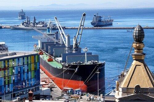 Linea comercial de barcos en México