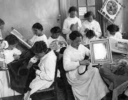 Escuelas Profesionales de Mujeres