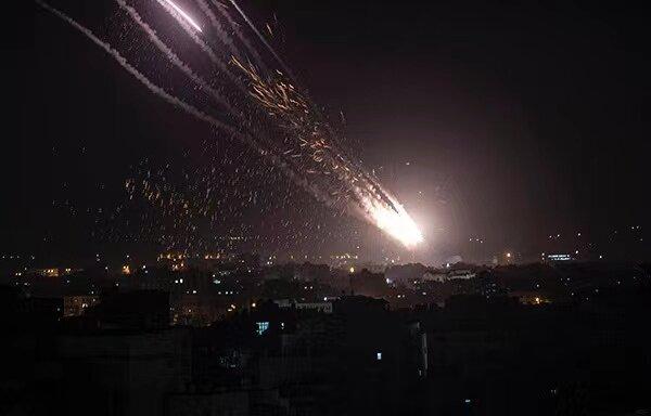 以色列空袭加沙地带住宅楼,哈马斯向特拉维夫发射数百枚火箭弹