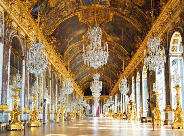 Diputados del Tercer Estado, se trasladaron a un salón de Versalles hasta aprobar una constitución.