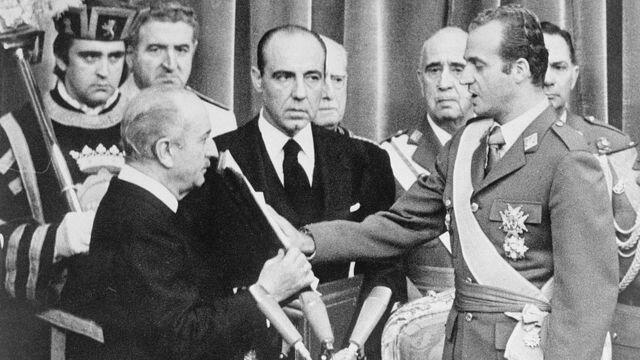 Designación de Juan Carlos de Borbón como sucesor a título de Rey.